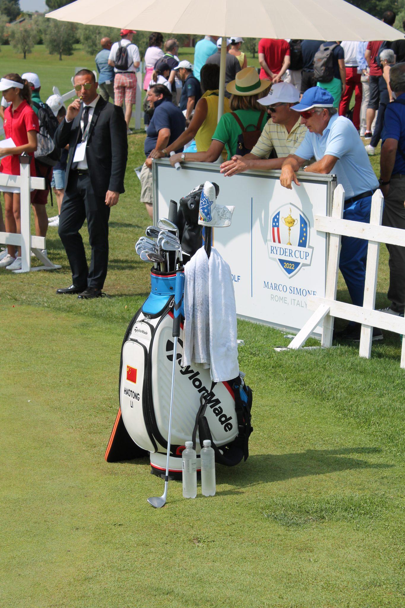 Haotong Li's golf bag