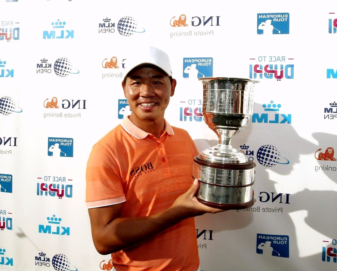 Ashun Wu with the trophy at the KLM Open