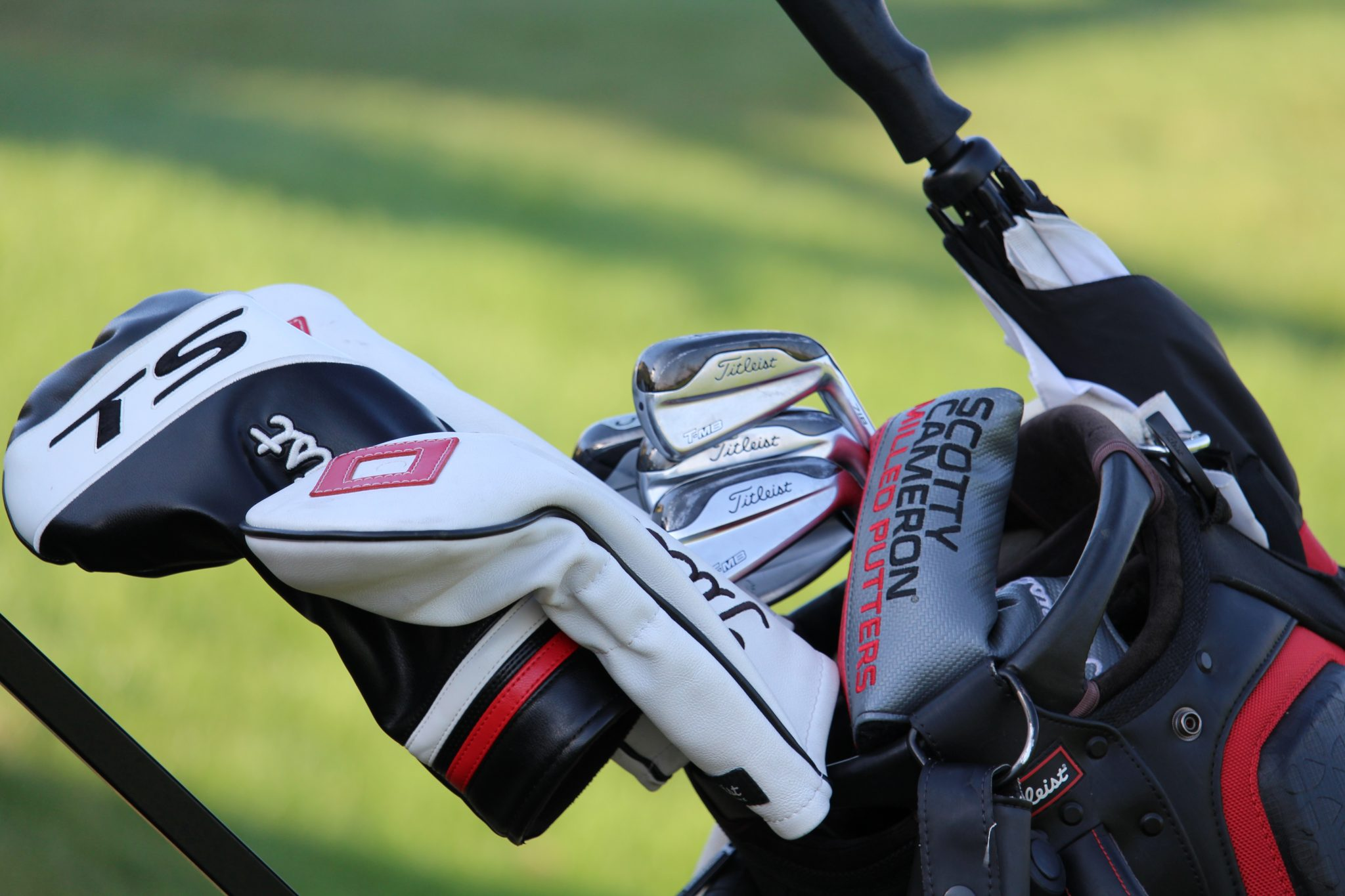 A golf bag with golf clubs
